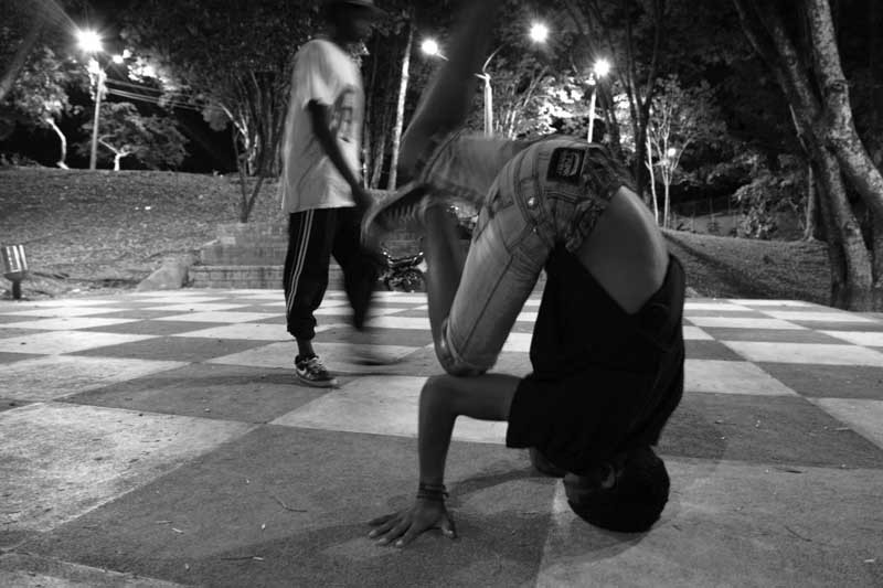 crew black and white colombie breakdance